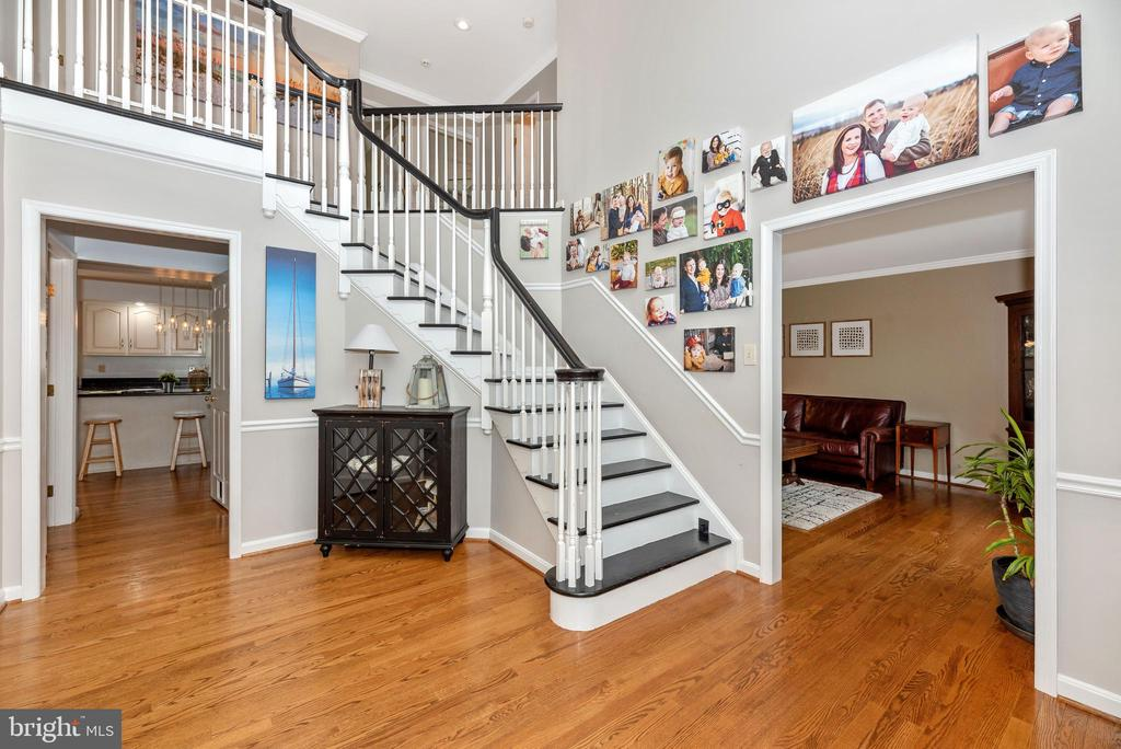 Large foyer - 8221 FOX HUNT LN, FREDERICK