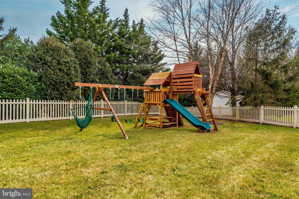 play set conveys - 8221 FOX HUNT LN, FREDERICK