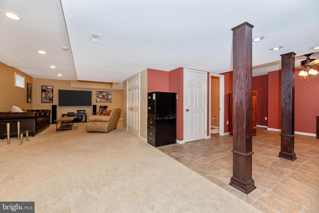 Tile and carpet-create your own space - 8221 FOX HUNT LN, FREDERICK