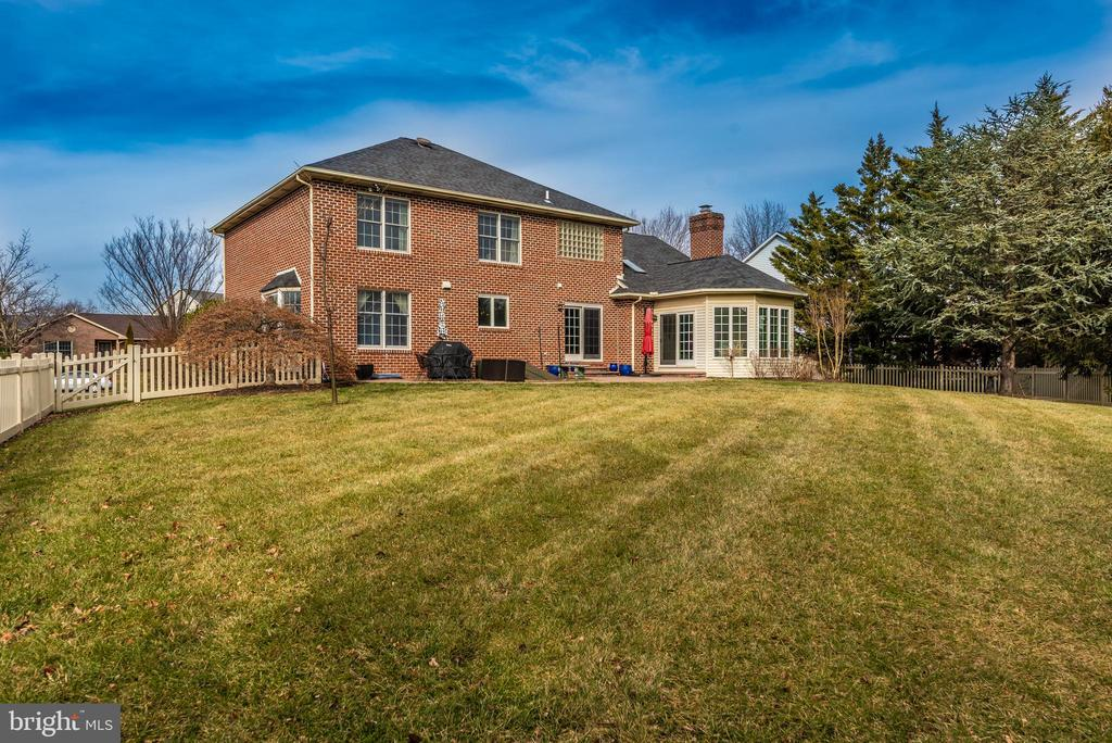 All sided BRICK! - 8221 FOX HUNT LN, FREDERICK