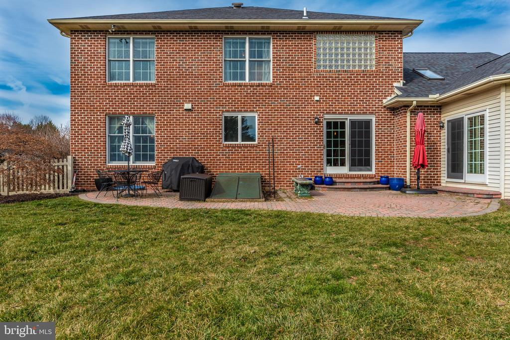 brick patio off kitchen - 8221 FOX HUNT LN, FREDERICK