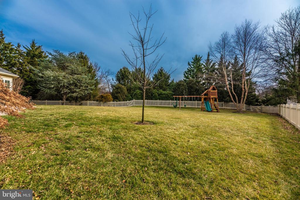 New fence surrounds - 8221 FOX HUNT LN, FREDERICK