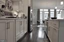 Upgraded White Gourmet Kitchen - 23100 LAVALLETTE SQ, BRAMBLETON