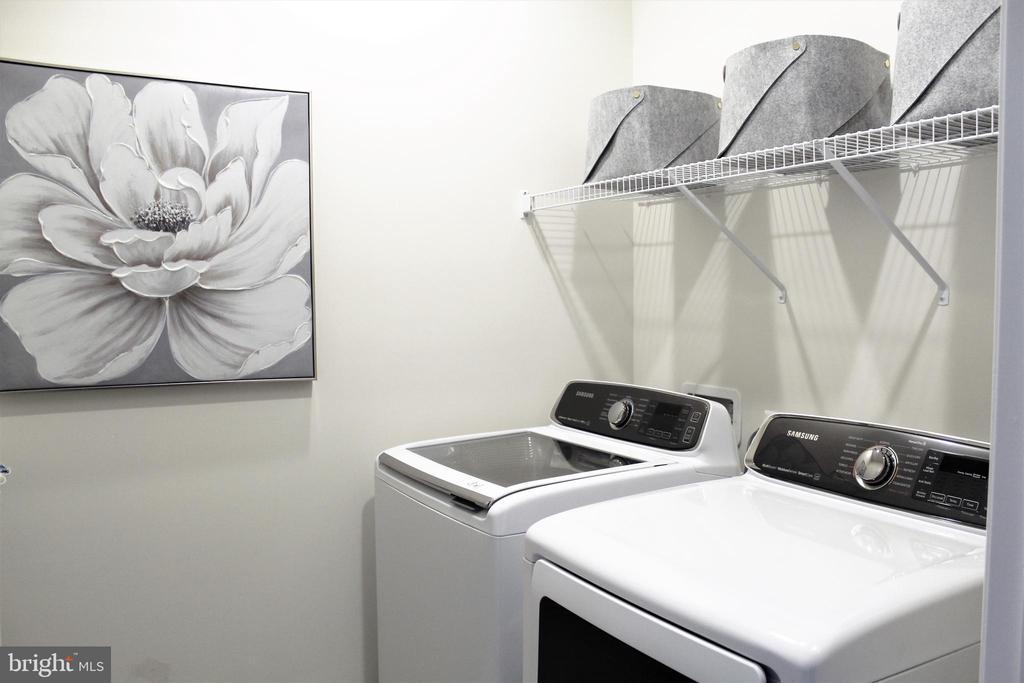 Laundry Room w/Samsung Washer and Dryer - 23100 LAVALLETTE SQ, BRAMBLETON