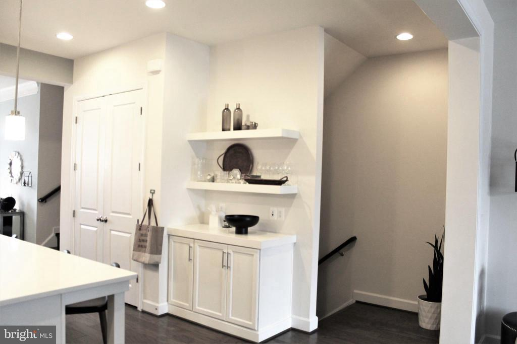Drop Zone w/Floating Shelves & Double Door Pantry - 23100 LAVALLETTE SQ, BRAMBLETON