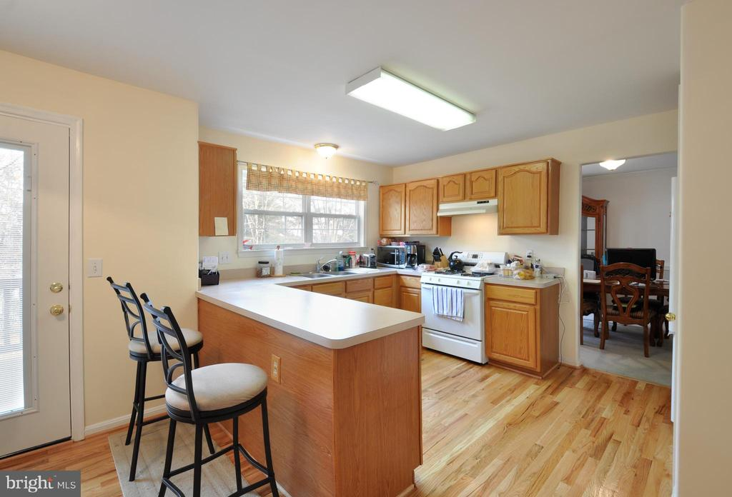 Kitchen at deck entrance off eat in area - 8 NASSAU CT, STAFFORD