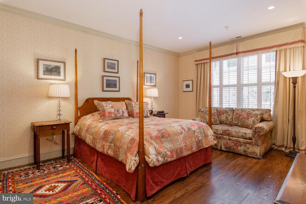 Owner's Suite - Extensive Closets - 723 S UNION ST, ALEXANDRIA
