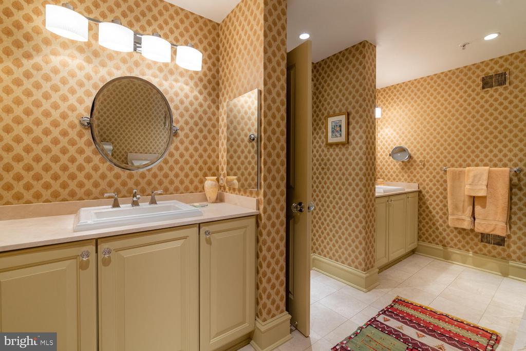 Owners Suite Bathroom - 723 S UNION ST, ALEXANDRIA