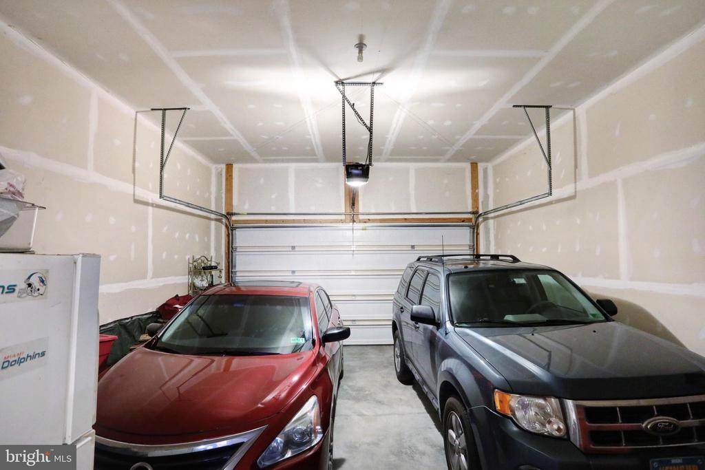 2 Car Garage - 303 ALDERSHOT DR, MARTINSBURG