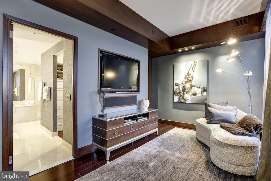 Owner's Siting Room - 11990 MARKET ST #2105, RESTON