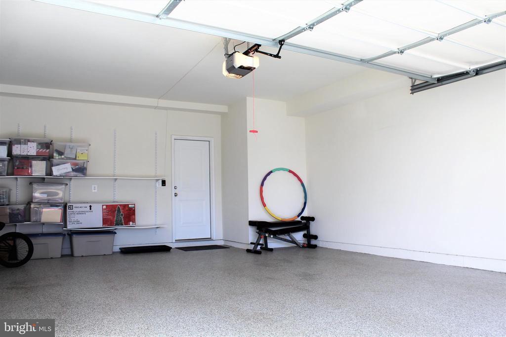 Finished Garage w/Stronghold Indestructible Floor - 23100 LAVALLETTE SQ, BRAMBLETON
