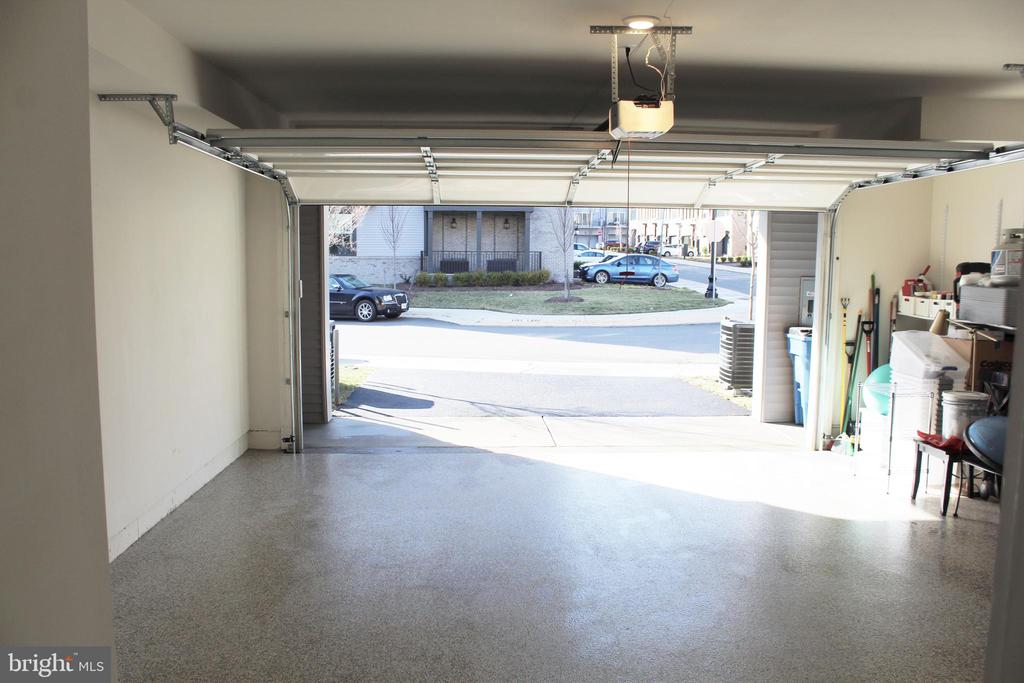 Oversized Rear Load 2-Car Garage - 23100 LAVALLETTE SQ, BRAMBLETON