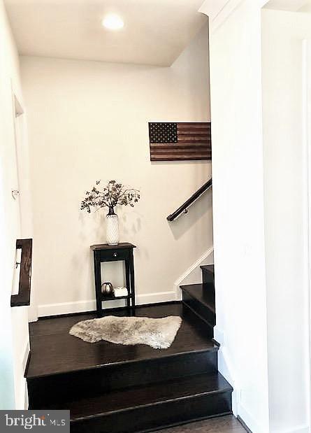 Landing w/Access to Powder Room and 3rd Floor - 23100 LAVALLETTE SQ, BRAMBLETON