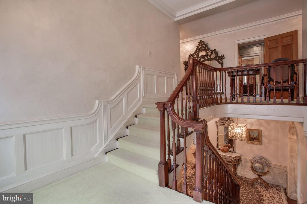Staircase to second level - 2409 WYOMING AVE NW, WASHINGTON