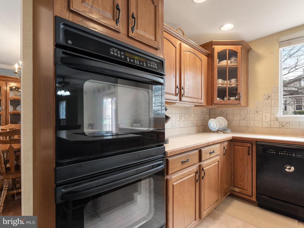 Kitchen with Double Oven - 15721 MARBURY HEIGHTS WAY, DUMFRIES