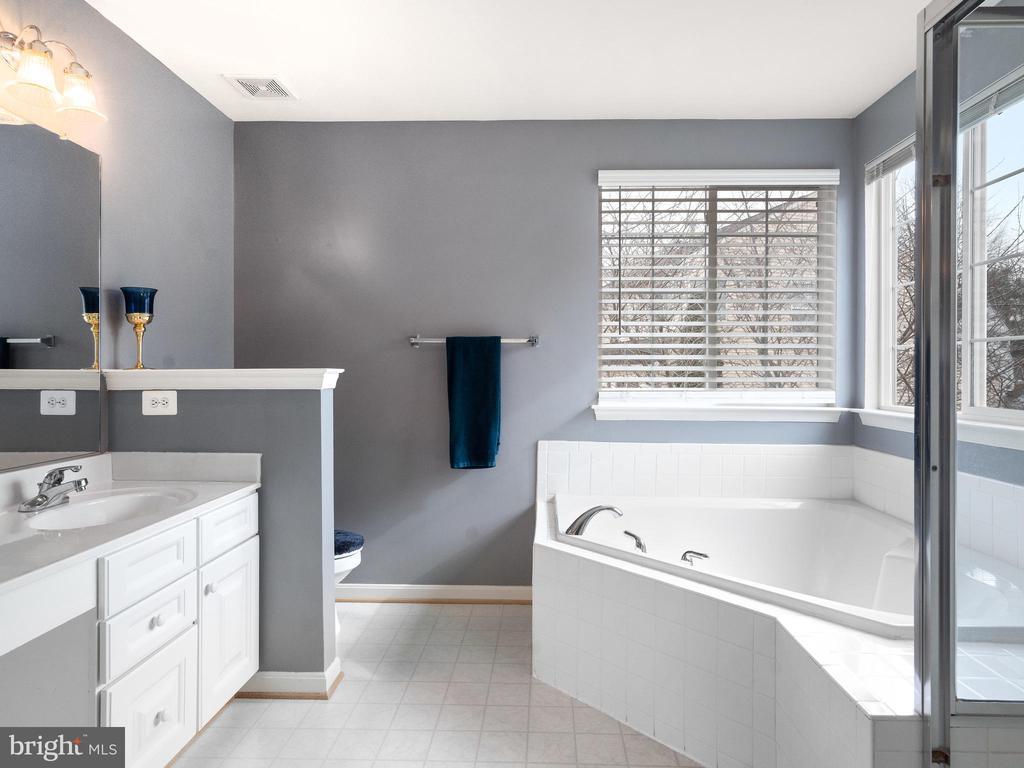 Master Bathroom with Garden Tub - 15721 MARBURY HEIGHTS WAY, DUMFRIES