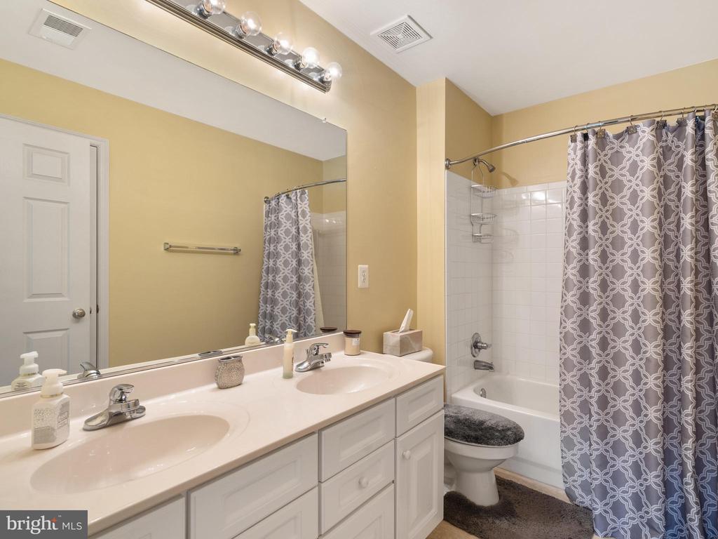 Hall Bathroom - 15721 MARBURY HEIGHTS WAY, DUMFRIES