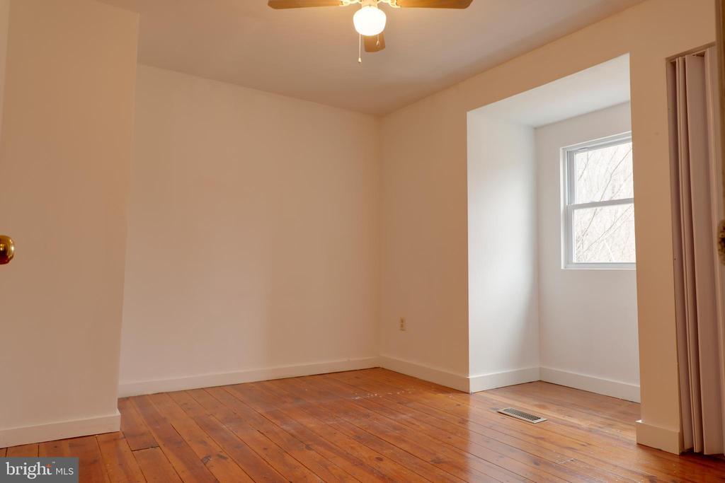 Bedroom #3  w/ original flooring - 33321 CONSTITUTION HWY, LOCUST GROVE