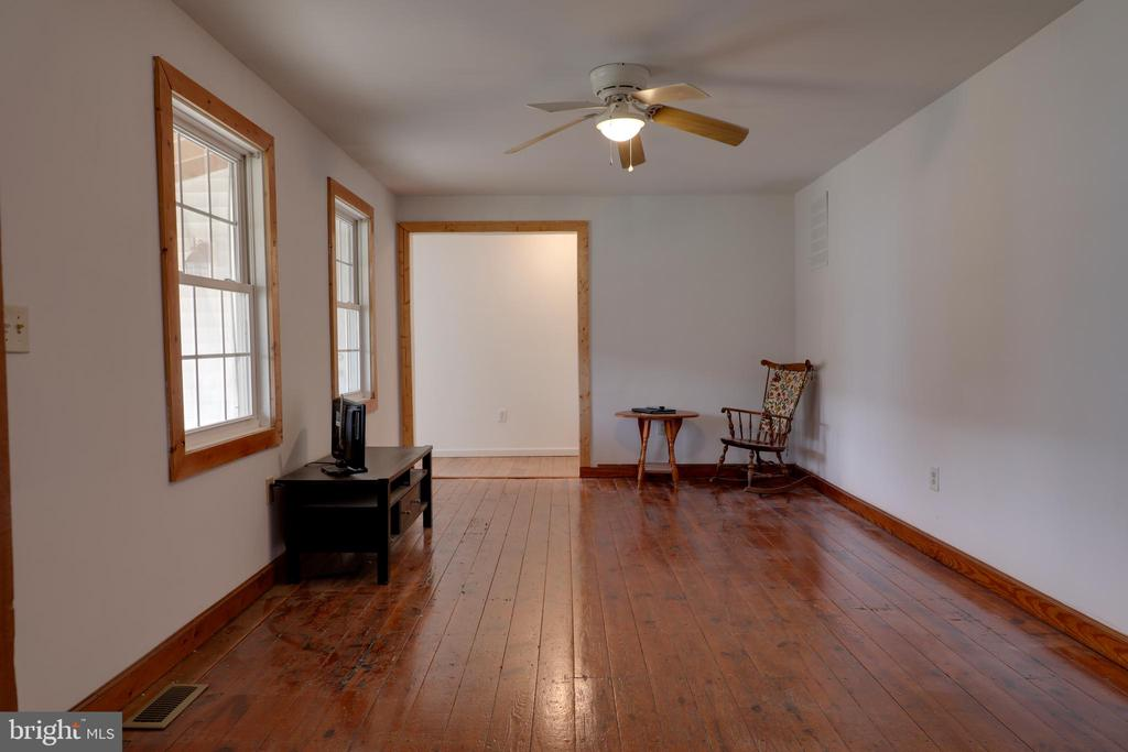 Beautiful original hardwood floors - 33321 CONSTITUTION HWY, LOCUST GROVE