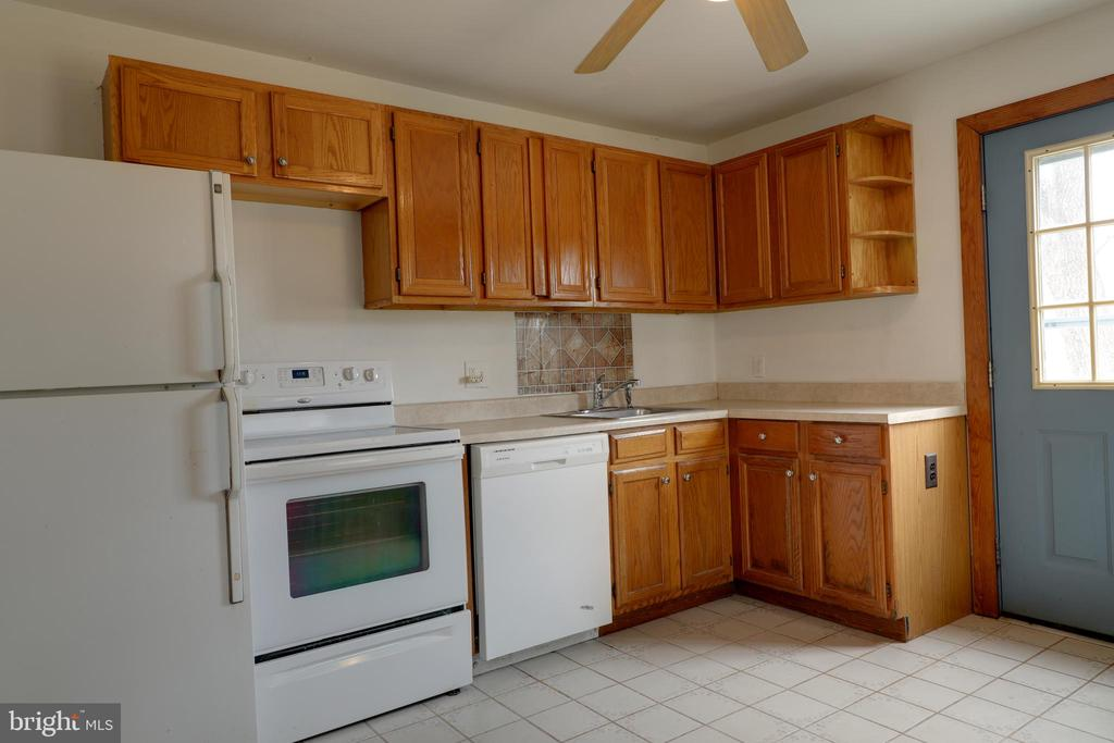 Kitchen w/ access to side deck - 33321 CONSTITUTION HWY, LOCUST GROVE