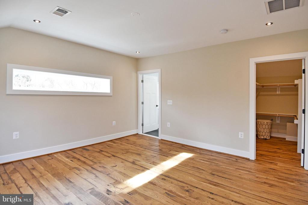 Owner's Suite - 36 MAIN ST, ROUND HILL