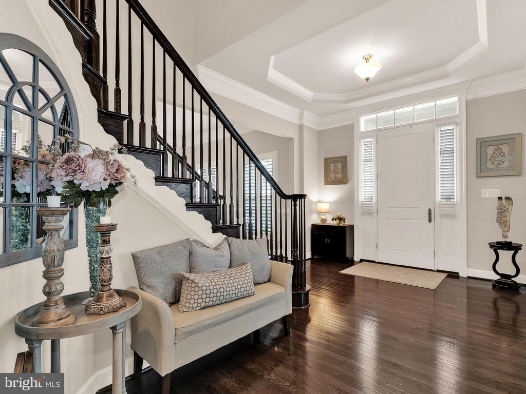 Look at this foyer! - 42545 KERSHAW PL, CHANTILLY