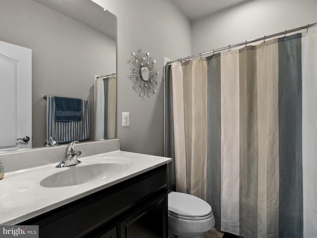 Guest bath - 42545 KERSHAW PL, CHANTILLY
