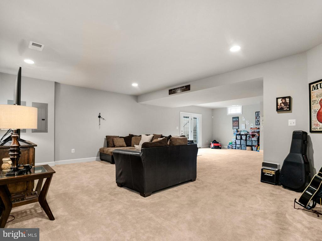 Lounge in the fully finished basement - 42545 KERSHAW PL, CHANTILLY