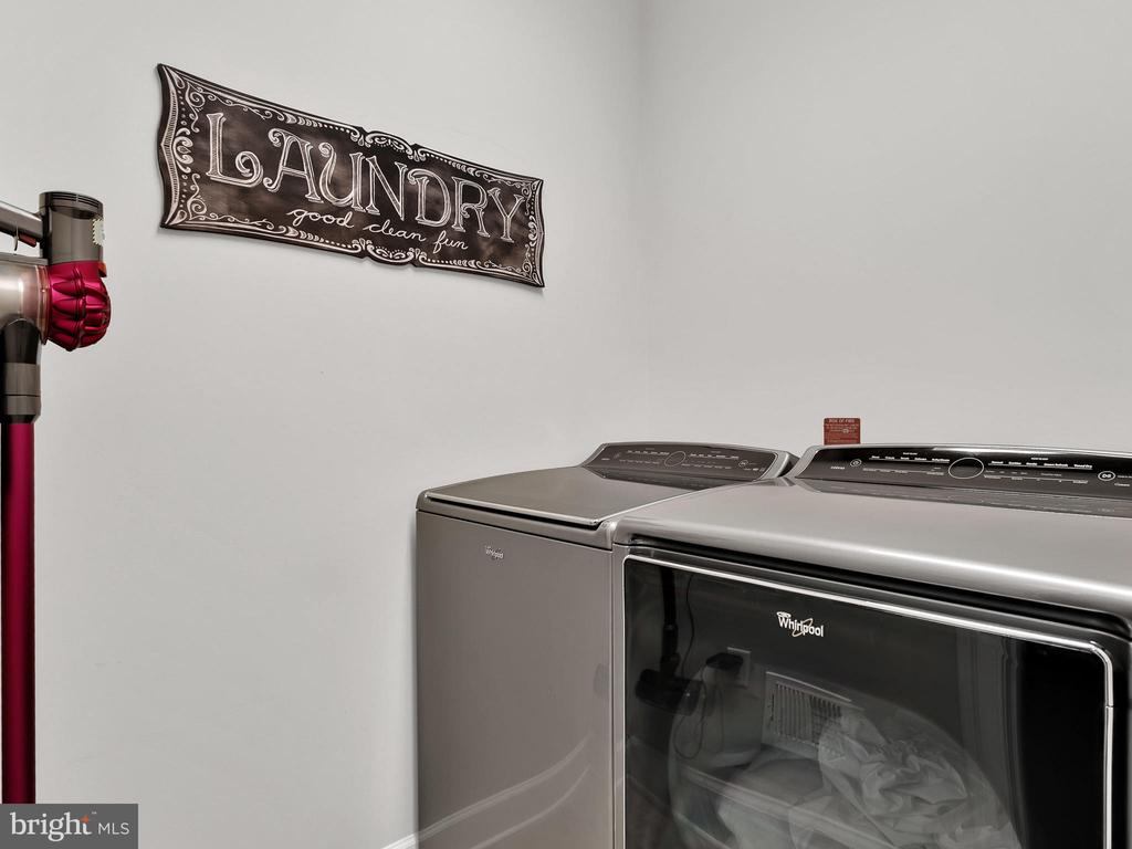 Big upper level laundry - 42545 KERSHAW PL, CHANTILLY