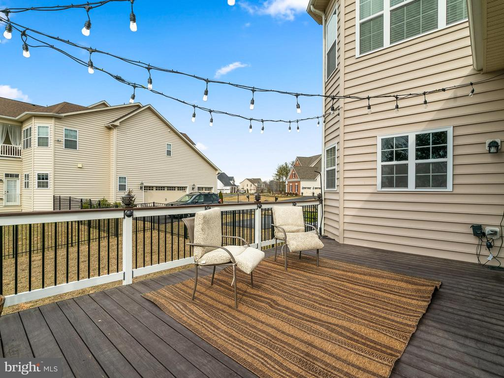 Brand new deck for outside entertaining - 42545 KERSHAW PL, CHANTILLY