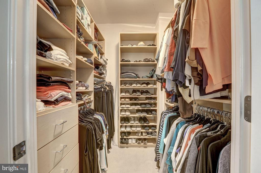 Spacious master suite walk in closet - 4821 MONTGOMERY LN #401, BETHESDA