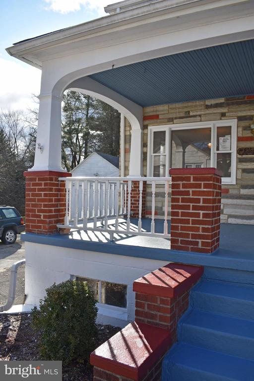Front porch professionally painted & new balusters - 6 E G ST, BRUNSWICK