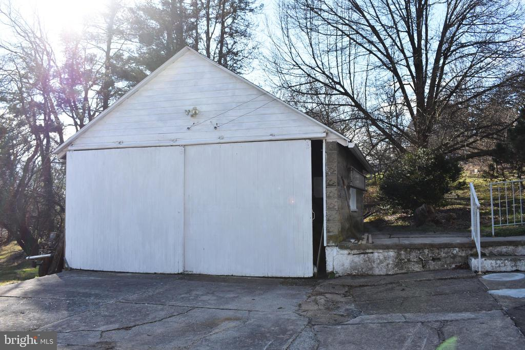 Detached 2 car garage with workshop access in rear - 6 E G ST, BRUNSWICK