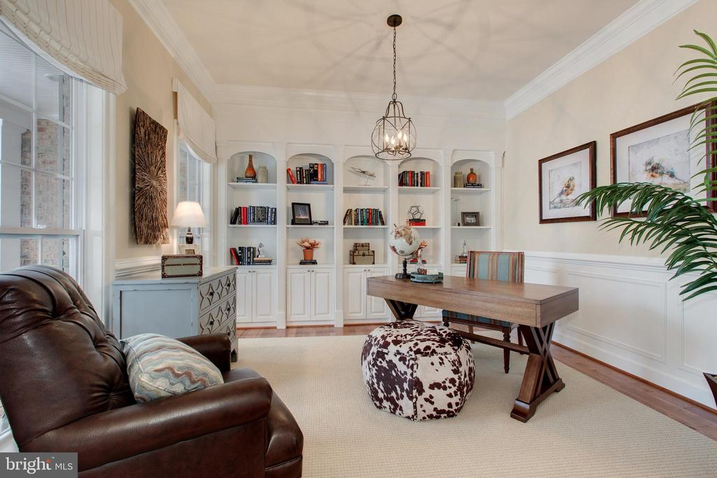 Private library with built ins - 14732 RAPTOR RIDGE WAY, LEESBURG