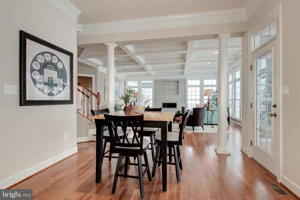 Additional table space for entertainig - 14732 RAPTOR RIDGE WAY, LEESBURG