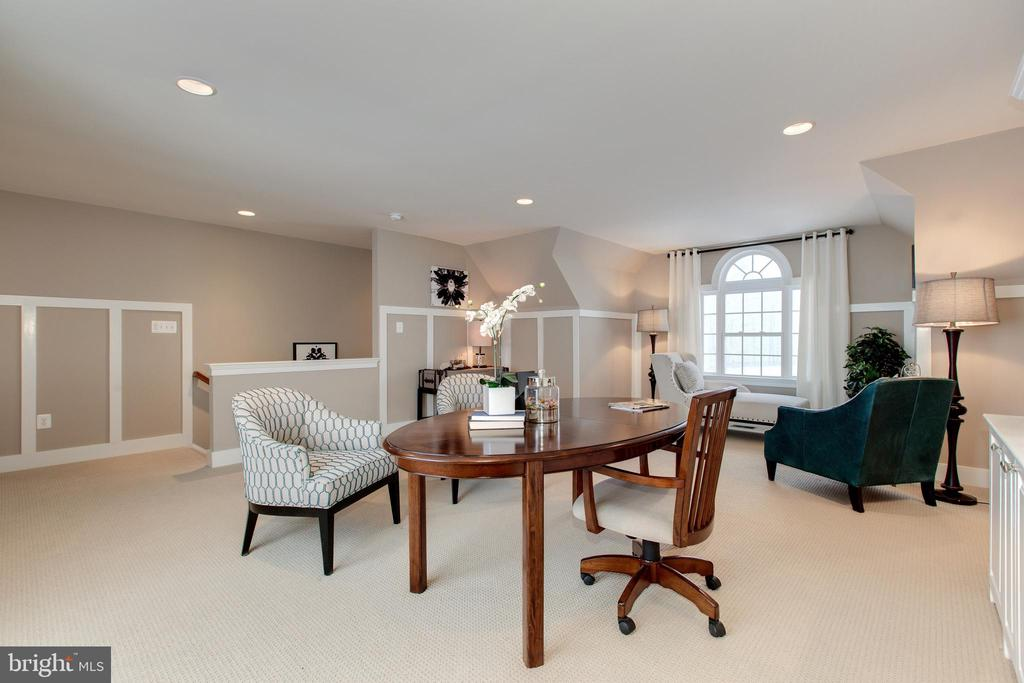 Additional loft space great for guests or au pair! - 14732 RAPTOR RIDGE WAY, LEESBURG