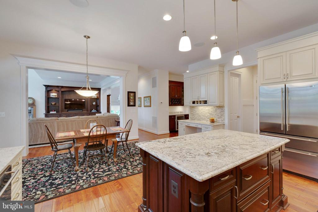 Kitchen: W/I pantry, Mud Room, and Butler's Pantry - 3003 WEBER PL, OAKTON