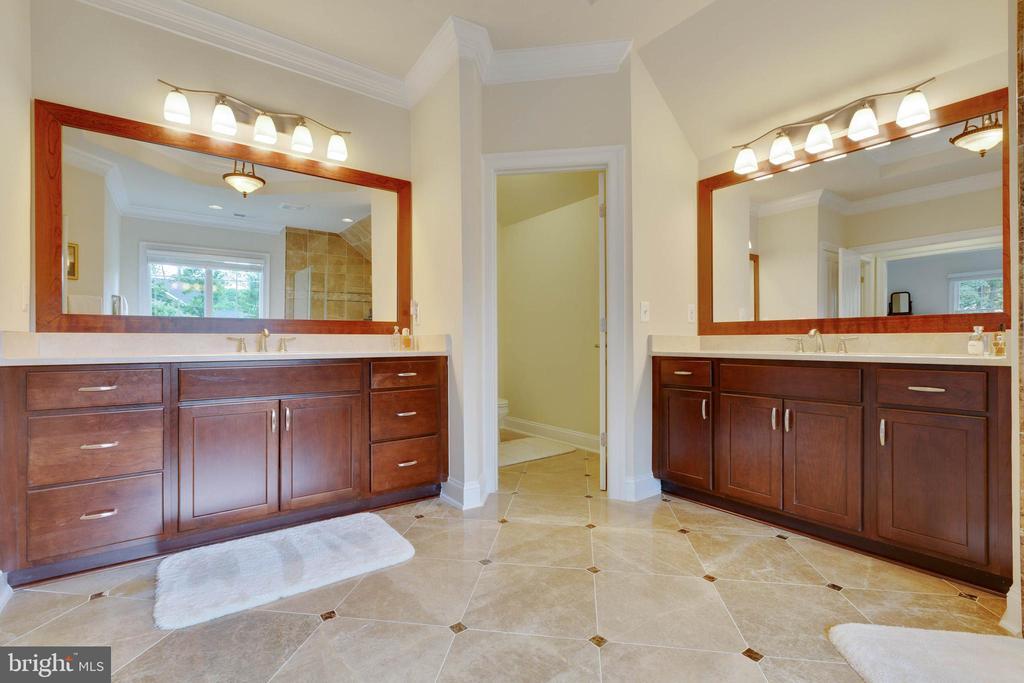 Master Bath: dual Vanities - 3003 WEBER PL, OAKTON