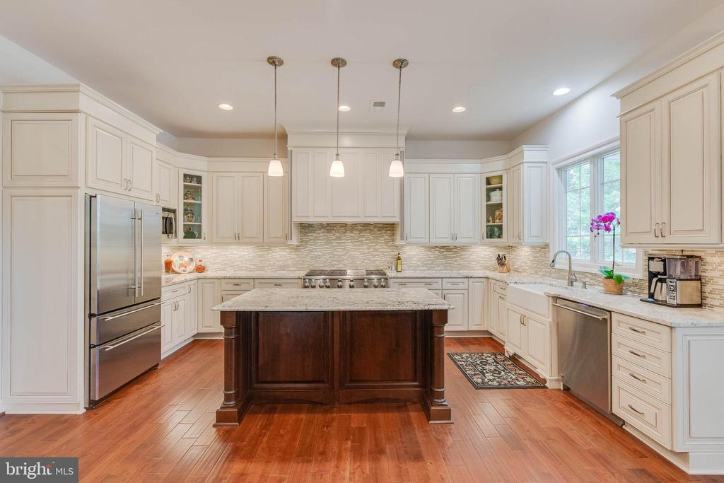 Kitchen; ready for any culinary endeavor! - 3003 WEBER PL, OAKTON