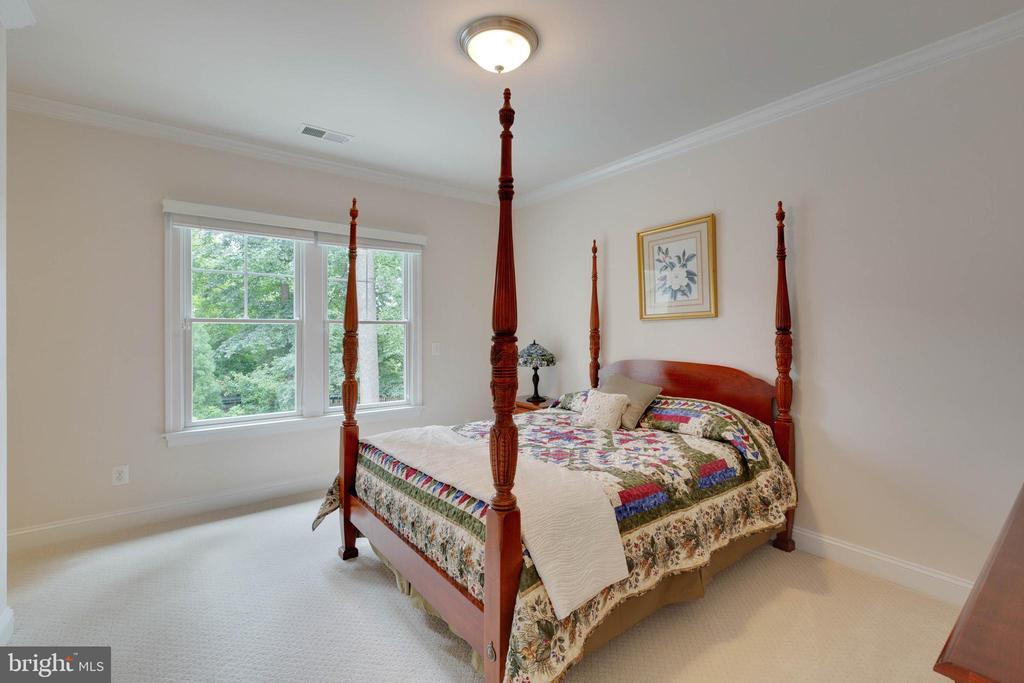 Bedroom #2 Suite with private Bath - 3003 WEBER PL, OAKTON