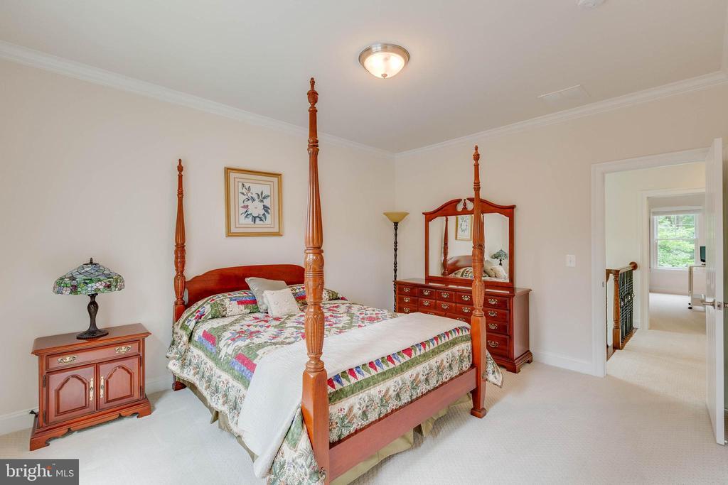 Bedroom #2, with private Bath - 3003 WEBER PL, OAKTON