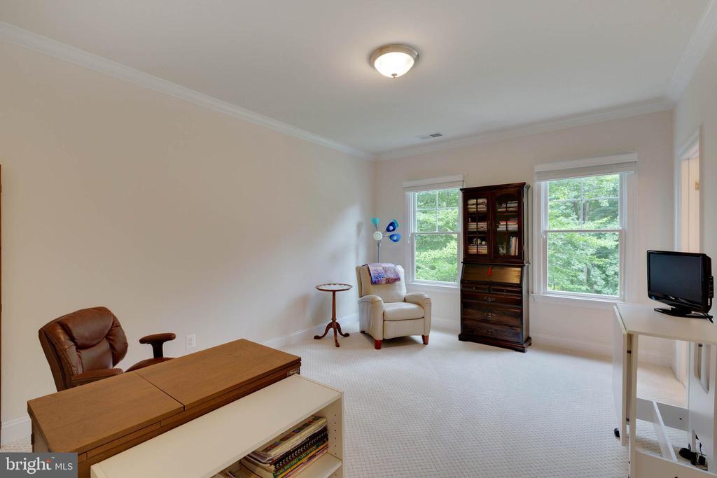 Bedroom #4, shares a Buddy Bath - 3003 WEBER PL, OAKTON