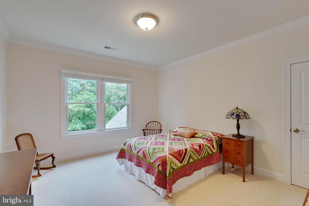 Bedroom #3, shares a Buddy Bath - 3003 WEBER PL, OAKTON
