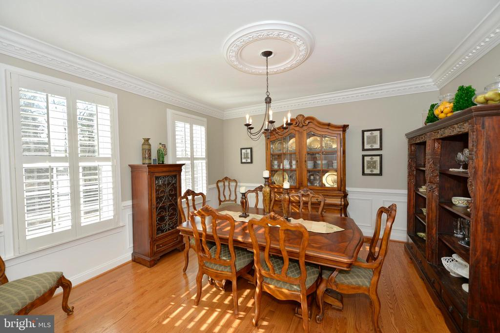 Traditional Dining Room with Detailed Moldings - 37894 ST FRANCIS CT, PURCELLVILLE
