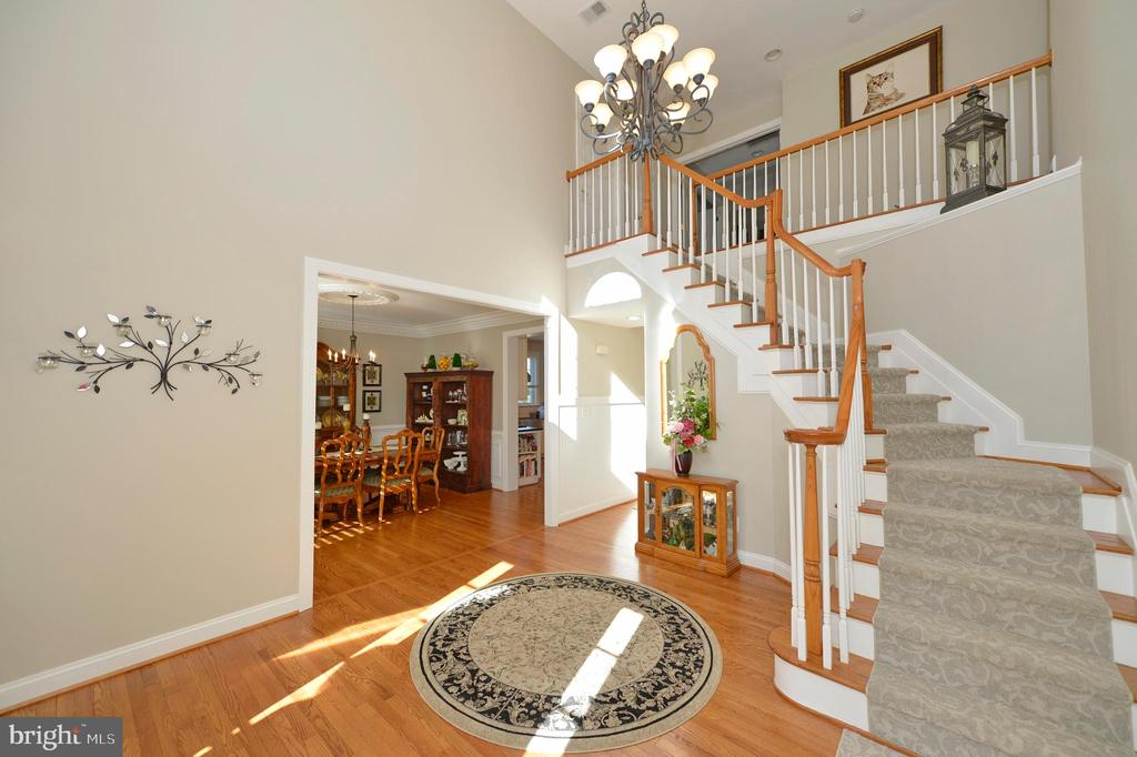 Elegant Two Story Entry Foyer - 37894 ST FRANCIS CT, PURCELLVILLE