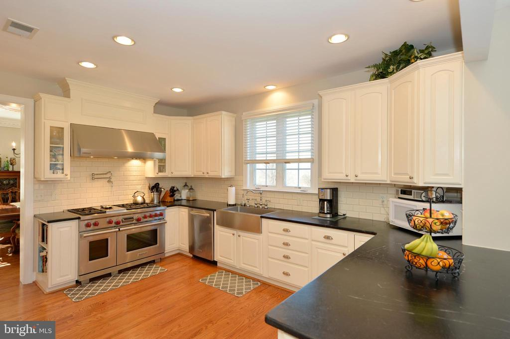 Gourmet Kitchen with Upgraded SS Appliances - 37894 ST FRANCIS CT, PURCELLVILLE