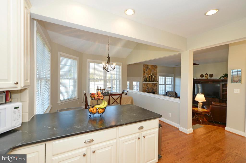 Kitchen View to Breakfast & Family Room - 37894 ST FRANCIS CT, PURCELLVILLE