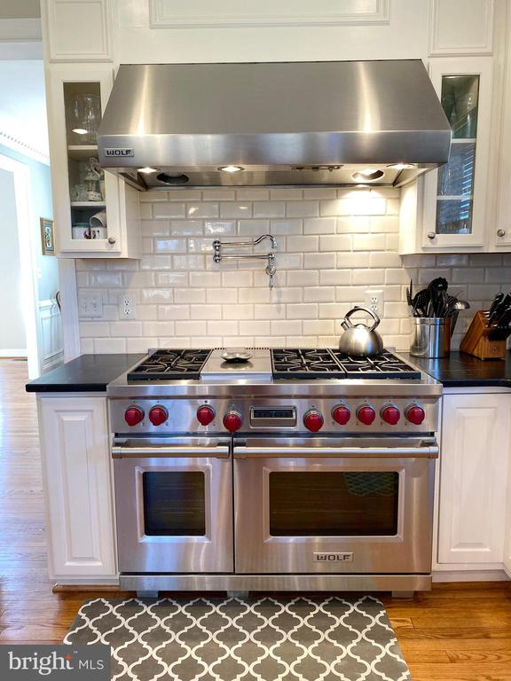 Wolf 6 Burner/Griddle Gas Stove w/Double Ovens - 37894 ST FRANCIS CT, PURCELLVILLE