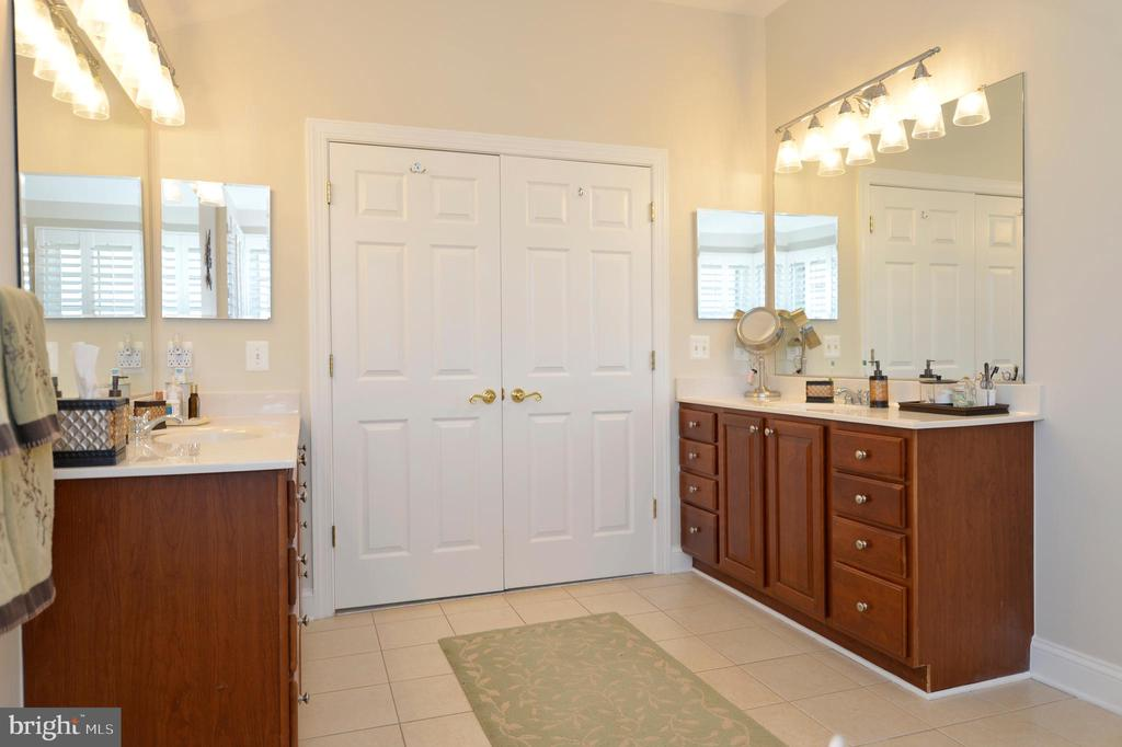 Owners Bathroom View 3 - 37894 ST FRANCIS CT, PURCELLVILLE