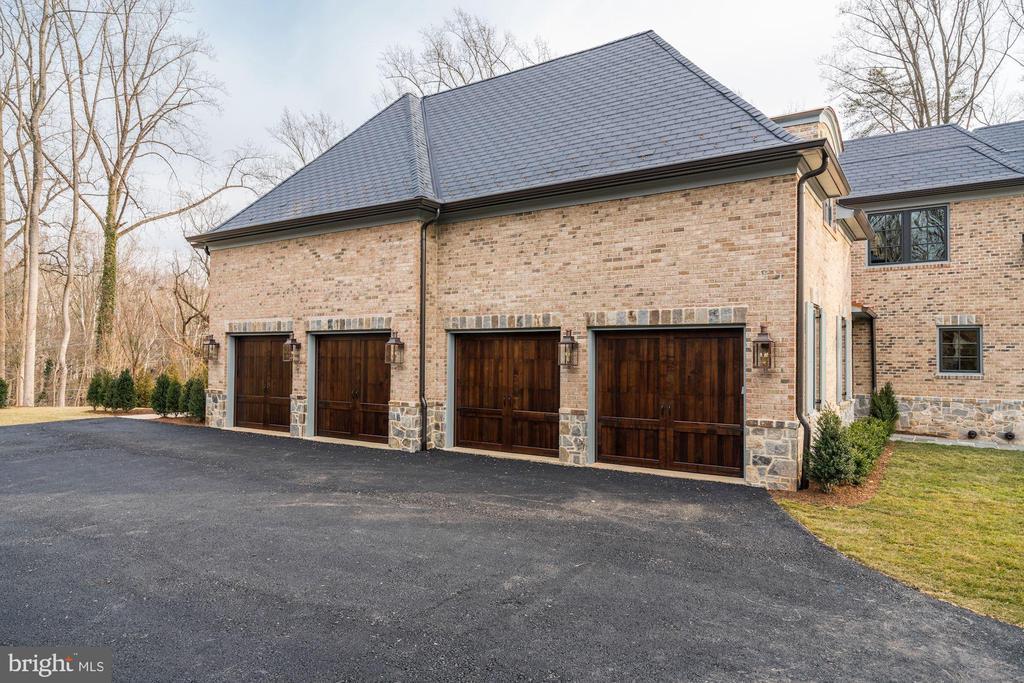 4- Car Garage - 1418 KIRBY RD, MCLEAN